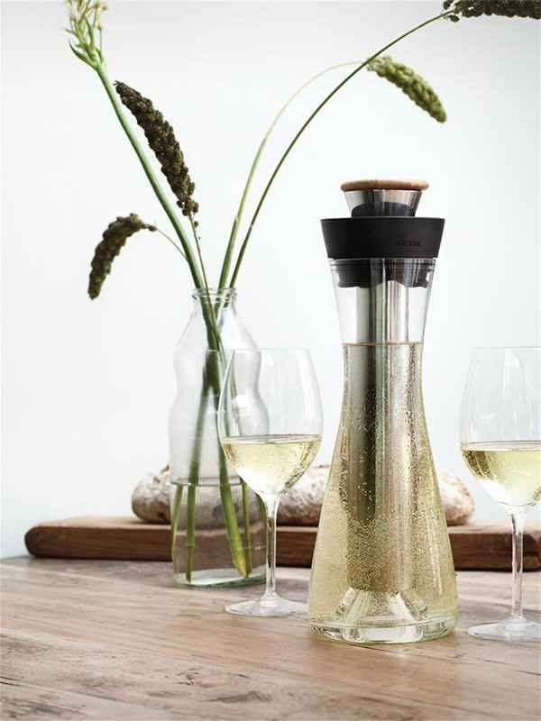 Как правильно подавать белое вино в бокалах