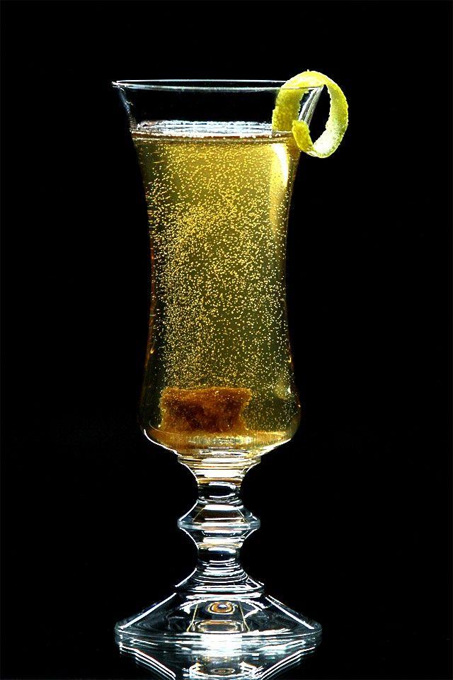 Коктейль «Шампань» с биттером и коньяком