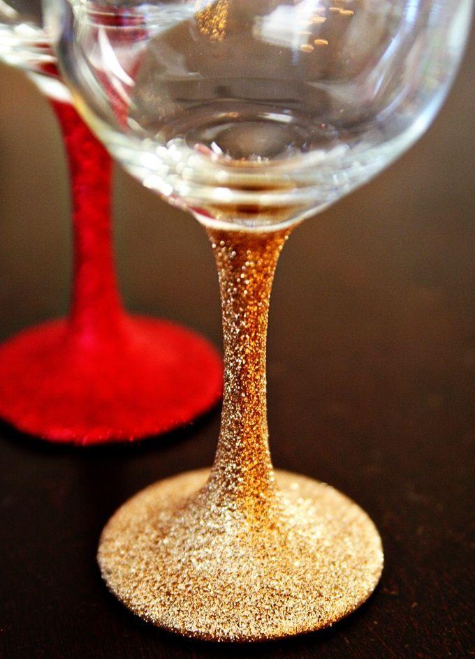 Украшение бокалов на Новый год блестками