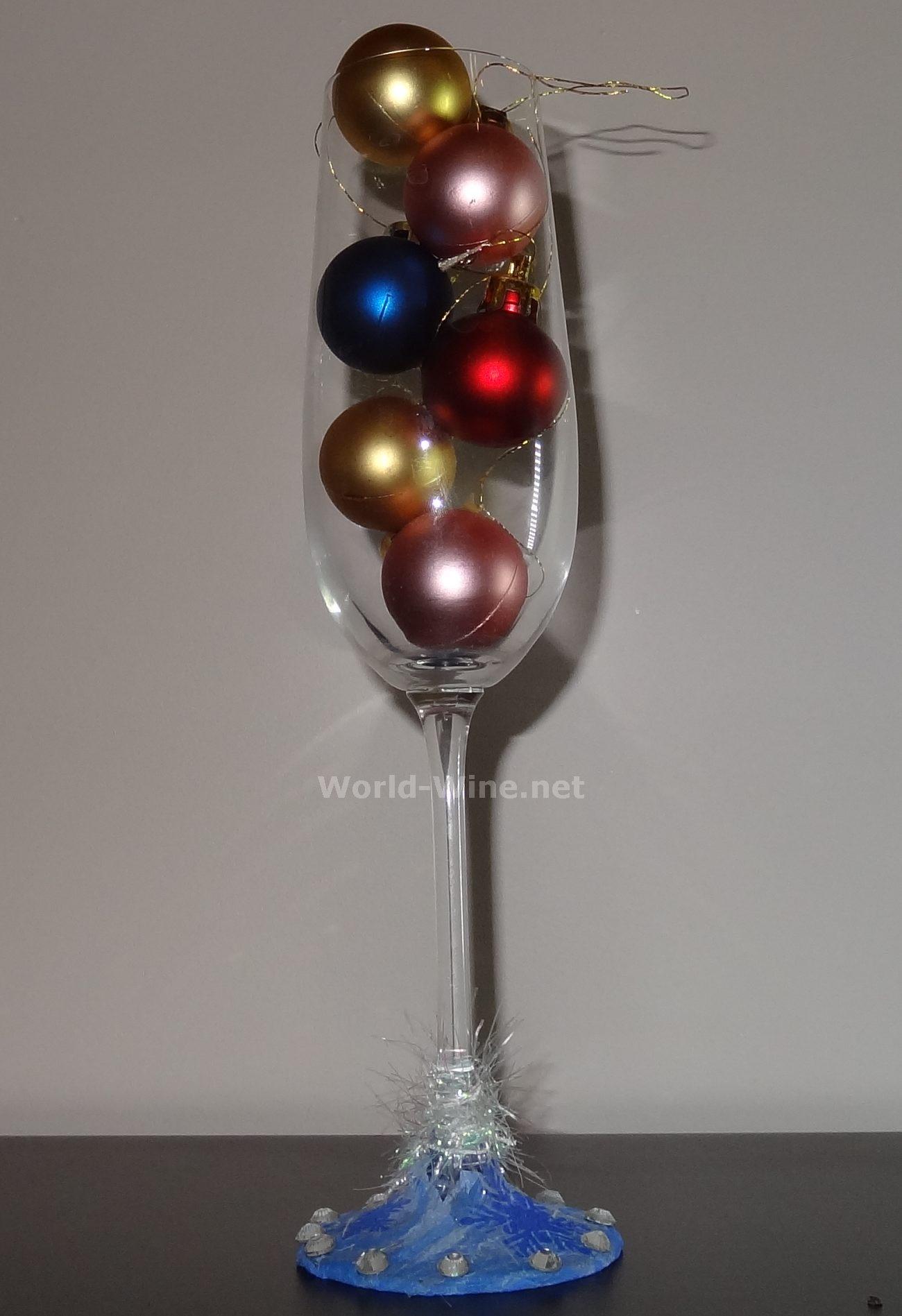 Как украсить бокалы своими руками на Новый год