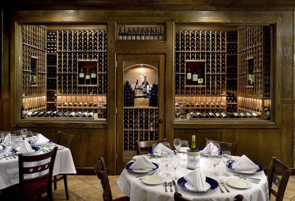 Винный зал в ресторане